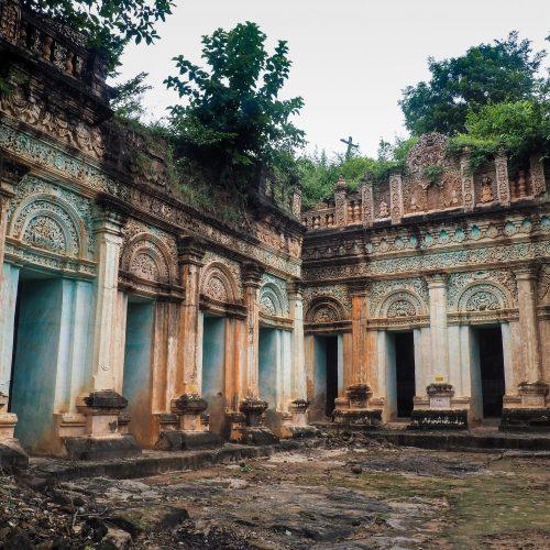 Hpo Win Daung, Templi rupestri scavati su collina calcarea, Monywa, Myanmar