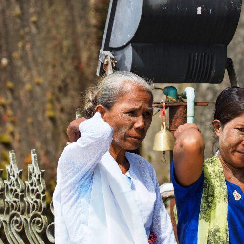 Donne birmane presso Golden Rock, Kinpun, Myanmar